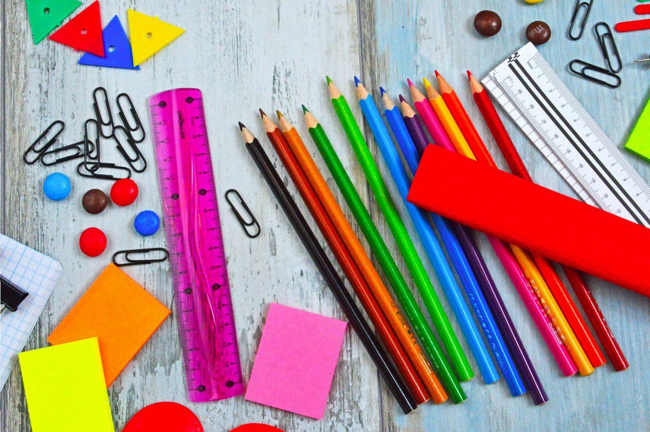Канцтовары для урока труда и рисования